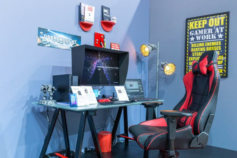 Chaise gamer dans un set up gaming exemple
